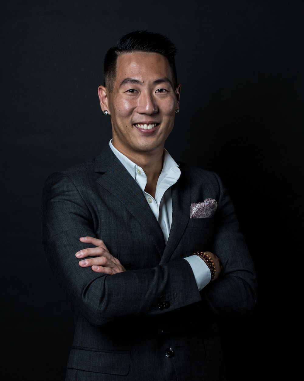 Andrew Yang weaing a suit and smiling at the camera