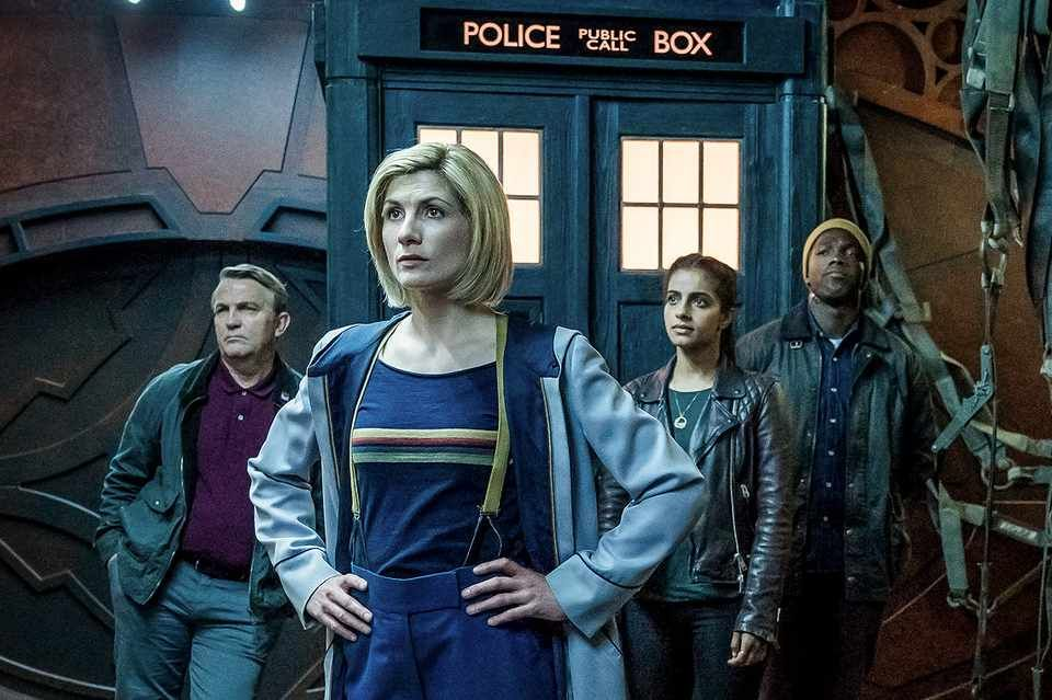 Doctor Who series 11 cast members standing in front of the tardis