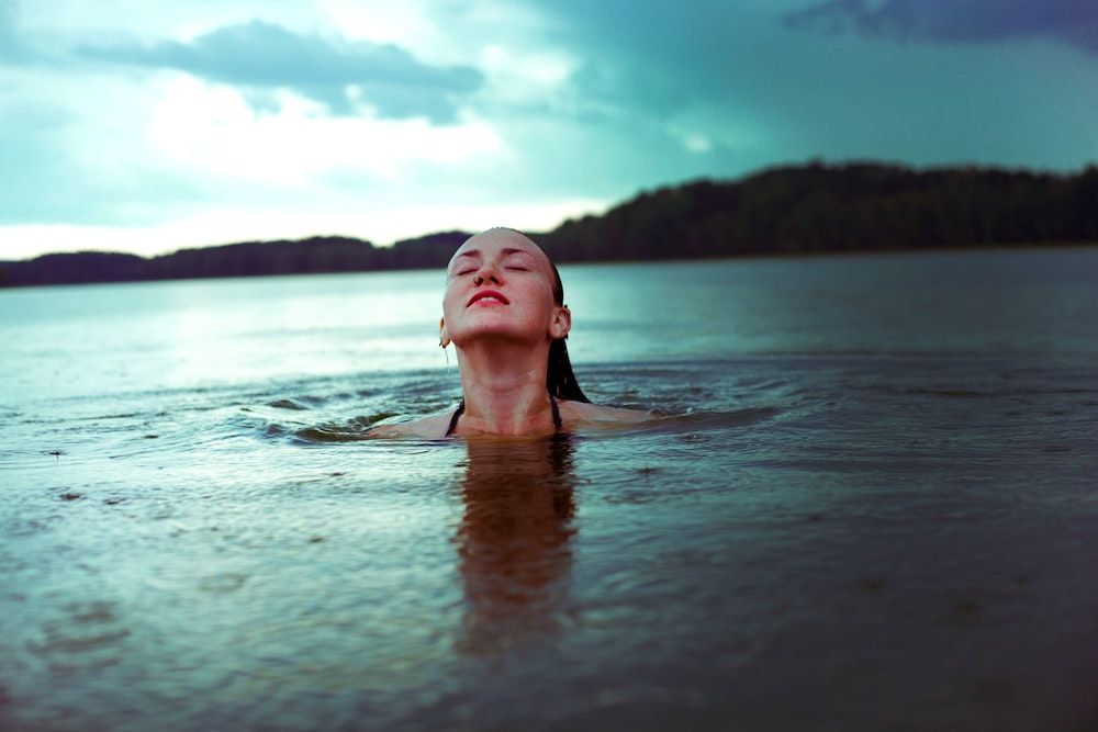 What are the benefits of cold water swimming